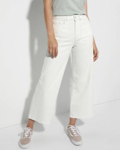 Cómo llevar pantalones blancos en invierno 11
