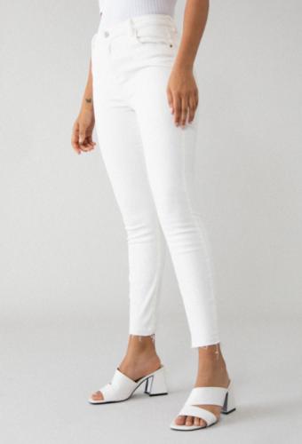 Cómo llevar pantalones blancos en invierno 9