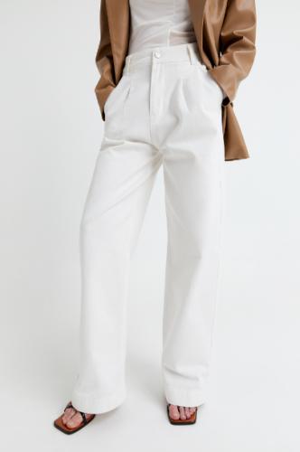 Cómo llevar pantalones blancos en invierno 10