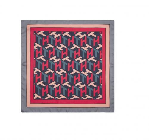Convertir un pañuelo en 5 prendas, ¿sabes cómo hacerlo? 9