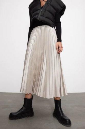 Cómo combinar tus faldas plisadas en tus looks de invierno foto 10