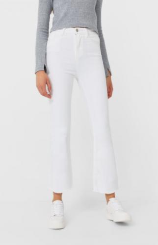 Cómo llevar pantalones blancos en invierno 8