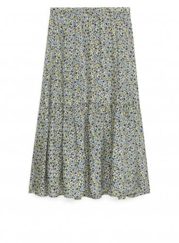 5 prendas que necesitas tener en tu armario esta primavera falda arket