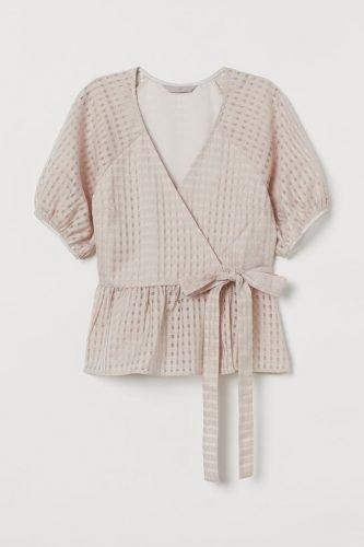5 prendas que necesitas tener en tu armario esta primavera blusa hm
