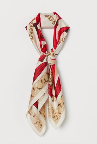 Convertir un pañuelo en 5 prendas, ¿sabes cómo hacerlo? 3