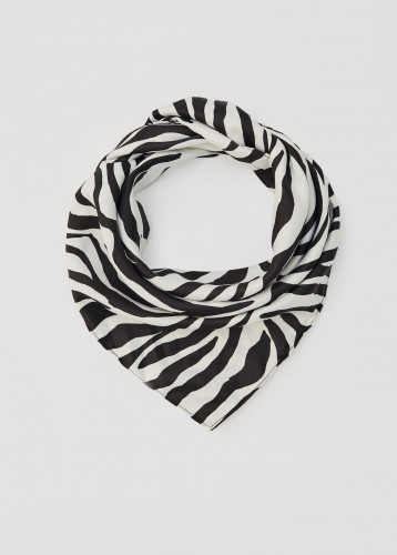 Convertir un pañuelo en 5 prendas, ¿sabes cómo hacerlo? 4