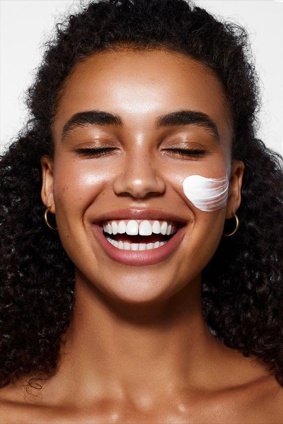 La rutina de belleza de noche que necesita tu piel con solo 5 productos